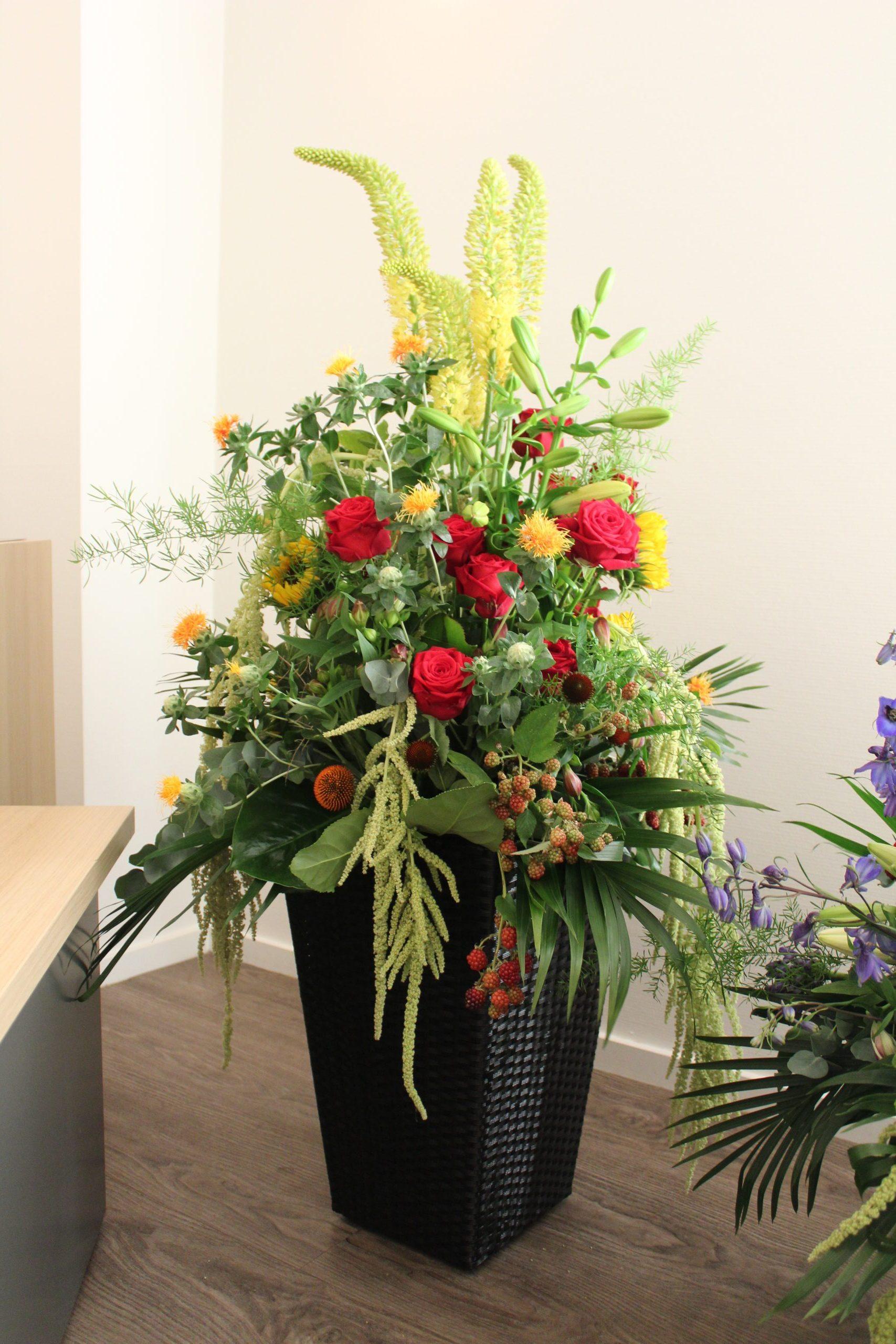 Meerdere bloemstukken op elkaar afgestemd - nr: 1.55